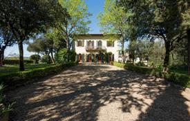 Luxury 6 bedroom houses for sale in Tuscany. Fully restored historic villa with pool, park and apartment for staff at the Florentine Hills, Florence