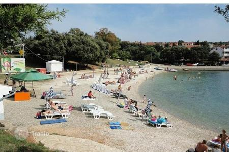 Hotels for sale in Istria County. Pension PULA, PJEŠČANA UVALA Business space near the beach