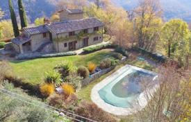 Two-storey stone villa with a pool and mountain views in Cortona, Tuscany, Italy for 550,000 €