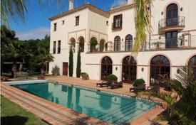 Residential for sale in Cádiz. Luxury villa with a terrace, a swimming pool, a garden, a parking and a sea view in a gated residence, Sotogrande Alto, Cadiz, Spain
