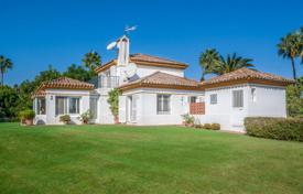 3 bedroom houses for sale in Andalusia. Nice family villa with a big plot in a quiet location of Sotogrande Alto