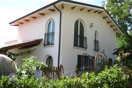 3 bedroom houses for sale in Abruzzo. Property in Montebello, Pescara. Italy