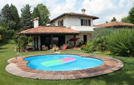 Houses for sale in Lombardy. Villa – Varese, Lombardy, Italy