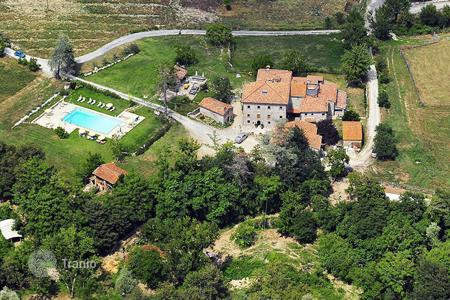 Property for sale in Caprese Michelangelo. Unique estate Borgo of Faeta, birthplace of Michelangelo Buonarroti, fully equipped for (agro)tourist business, Tuscany, Italy