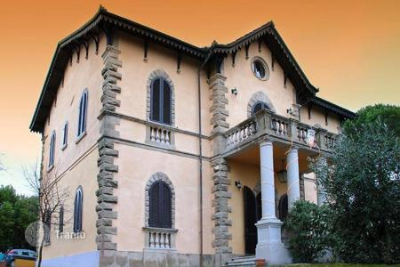 Property for sale in Tuscany. High quality property recalling 19th century architecture