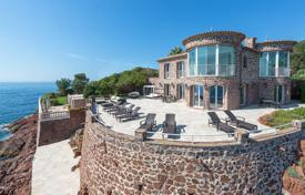 Luxury residential for sale in Saint-Raphaël. Villa with a swimming pool and two private exits to the sea, close to Cannes, France