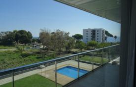 Apartment with a terrace in a residential complex with a swimming pool, Cambrils, Spain for 265,000 €