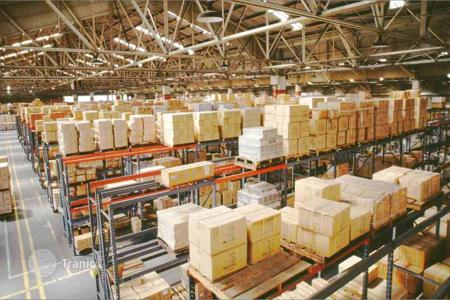 Warehouses for sale in the United Kingdom. Warehouse complex in Greater London with a 6,9% yield