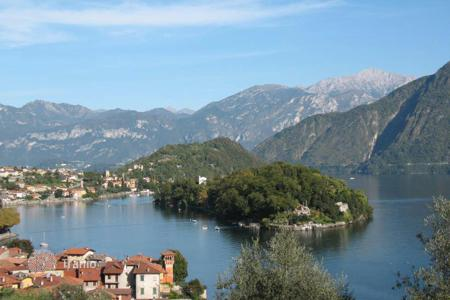 Cheap townhouses for sale in Italy. Terraced house – Lake Como, Lombardy, Italy
