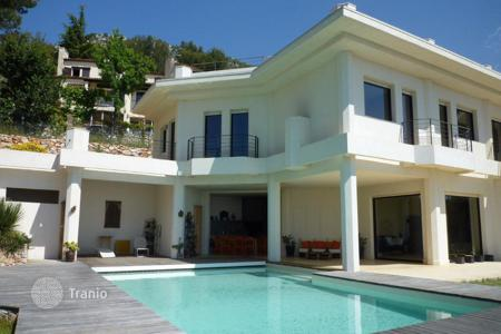 Houses with pools for sale in La Turbie. Villa – La Turbie, Côte d'Azur (French Riviera), France