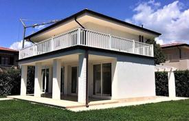4 bedroom houses for sale in Forte dei Marmi. New two-storey villa in the center of Forte dei Marmi, Tuscany, Italy
