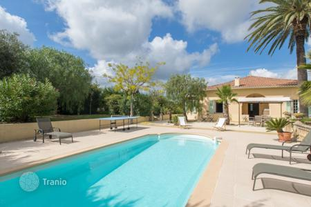 4 bedroom houses for sale in St-Laurent-du-Var. Heights of St Laurent du Var, superb 160 m² villa with pool