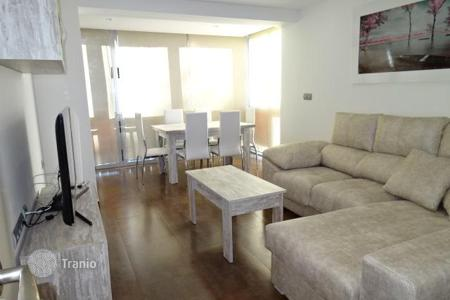 4 bedroom apartments by the sea for sale in Europe. Furnished apartment in a residential complex with a parking, at 100 meters from the beach, Benidorm, Spain