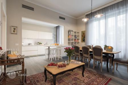 4 bedroom apartments to rent in Italy. Apartment – Florence, Tuscany, Italy