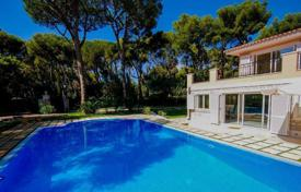 Luxury 5 bedroom houses for sale in Saint-Jean-Cap-Ferrat. Modern villa in Cap Ferrat