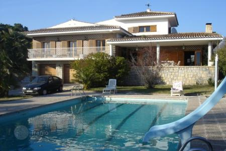 Residential for sale in Busot. Refurbished 6 bedroom detached house with big pool and tennis court in Busot, Alicante