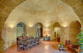 Houses for sale in Fermo. Casa al Duomo is a magnificent 4 bedroom restored townhouse with large outstanding panoramic garden in the center Fermo