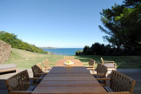 Houses for sale in Costa Smeralda. The Villa is located on the sea at Portisco area