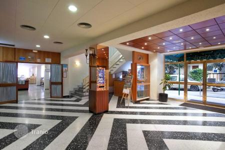 Commercial property for sale in Catalonia. 3 star hotel near the beach in Lloret de Mar, Costa Brava