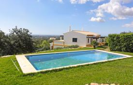 Property for sale in Faro (city). A recently built villa with pool and sea views next to Estoi