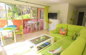 2 bedroom apartments for sale in Majorca (Mallorca). Apartment with a terrace and a sea view in a residential complex with a private garden, a pool and a parking, Cala Vinyas, Spain