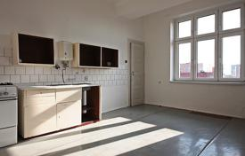 Apartments for sale in Praha 3. Spacious apartment with two balconies, in a brick building, in a popular residential area, Prague 3, Czech Republic