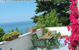 Coastal houses for sale in Amalfi. Villa – Amalfi, Campania, Italy