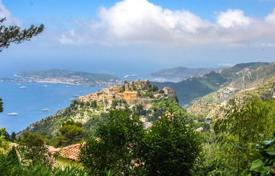 Luxury 4 bedroom houses for sale in Èze. Villa with spectacular sea views in Eze