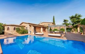 Luxury property for sale in Kalonji. Spacious villa with a swimming pool, a guest house and a house for staff, close to the beach, Calonge, Spain