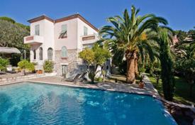 3 bedroom houses for sale in Nice. Villa – Nice, Côte d'Azur (French Riviera), France