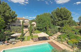 Residential for sale in Bouches-du-Rhône. Fontvieille — Charming Property