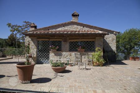 4 bedroom houses for sale in Tuscany. Stunning villa in Val d'Orcia, Tuscany, Italy