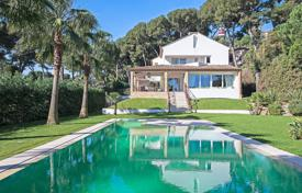 3 bedroom houses for sale in Antibes. Cap d'Antibes — Villa with sea view