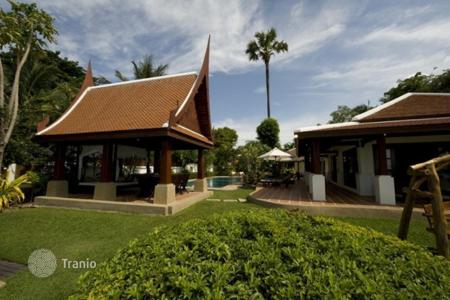 5 bedroom villas and houses to rent in Ko Samui. Villa in Maenam