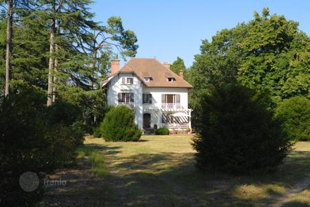 Houses for sale in Aquitaine. Somptuous property not far away from the ocean — Landes