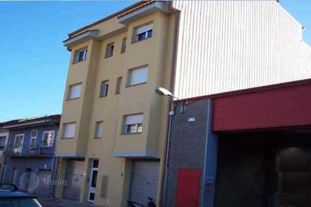 Cheap residential for sale in Olot. Terraced house – Olot, Catalonia, Spain
