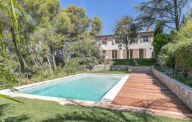 5 bedroom houses for sale in Mougins. Mougins - Walking distance from the old village