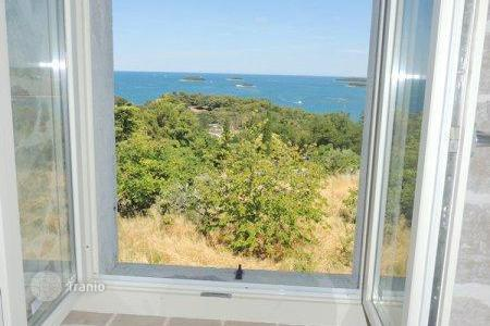 Houses for sale in Vrsar. House with a gorgeous open sea view