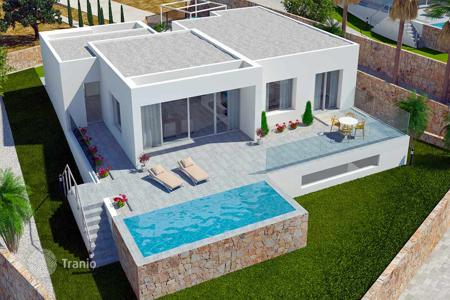 3 bedroom houses for sale in Alicante. 3 Bedroom luxury villas with private pool in Las Colinas Golf