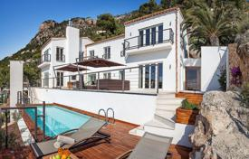Property for sale in Port d'Andratx. Two-storey luxury villa with a swimming pool, a terrace and an outdoor jacuzzi, by the sea, Port d ´Andratx, Mallorca, Spain