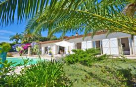 3 bedroom houses for sale in Golf Juan. Villa – Golf Juan, Provence — Alpes — Cote d'Azur, France