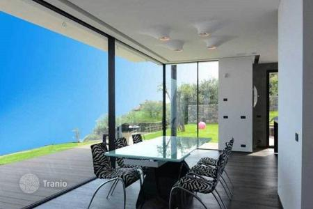 Houses for sale in Bergeggi. Comfortable villa in Bergeggi, Italy. Panoramic sea view, large garden, elevator, garage, 200 meters from the sea