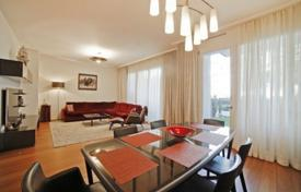 Luxury apartments for sale in Munich. Apartment with two balconies, in a residence with a garden and a parking, in Altstadt district, Munich, Germany
