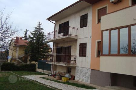 Houses for sale in Vodnjan. House For sale is one part of the house!
