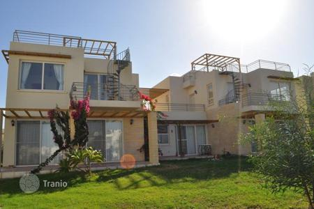 Apartments with pools for sale in Kyrenia. Penthouse with private roof terrace in Cyprus