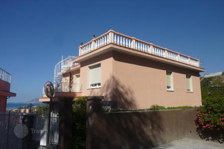 4 bedroom houses by the sea for sale in Liguria. Villa - Vallecrosia, Liguria, Italy