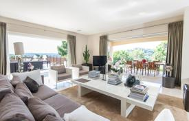 4 bedroom houses by the sea for sale in Côte d'Azur (French Riviera). Beatiful modern villa on the centre of Mougins with beatiful view, big gardin