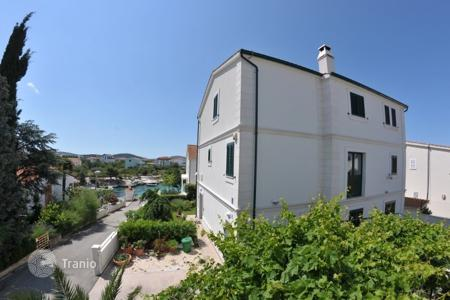 Apartments for sale in Sibenik-Knin. Apartment in Rogoznica 30 m from sea