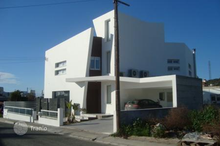 Houses with pools for sale in Oroklini. Luxury Three Bedroom Detached House with Annex — Oroklini