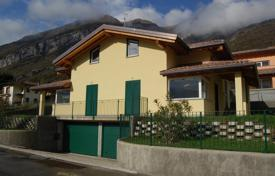 Coastal townhouses for sale in Lake Como. Terraced house – Lake Como, Lombardy, Italy